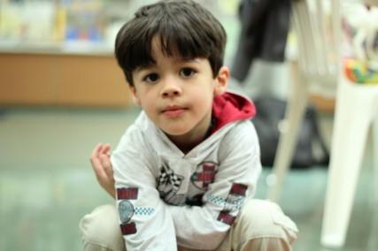 Pedro Ivo, 4 anos, filho do poeta de cordel Marco Haurélio, canta João e Maria de Chico Buarque.